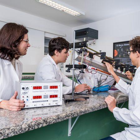 Ensino Médio – Laboratório de Física